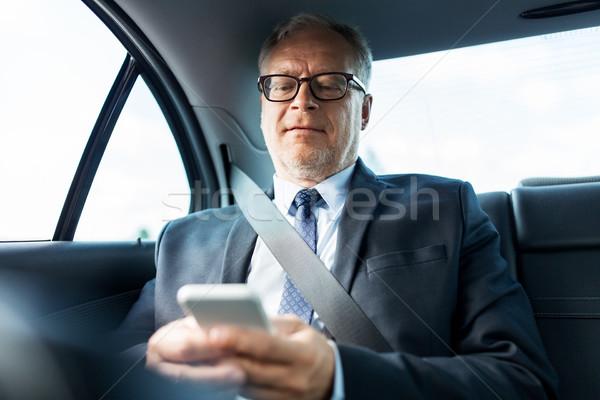 Starszy biznesmen smartphone samochodu transportu Zdjęcia stock © dolgachov