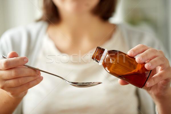 Photo stock: Femme · médication · bouteille · cuillère · santé