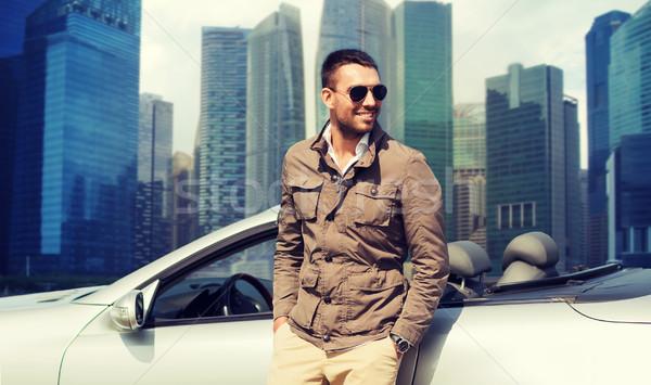 Feliz hombre cabriolé coche ciudad viaje Foto stock © dolgachov