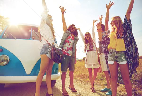 Mosolyog hippi barátok szórakozás mikrobusz autó Stock fotó © dolgachov