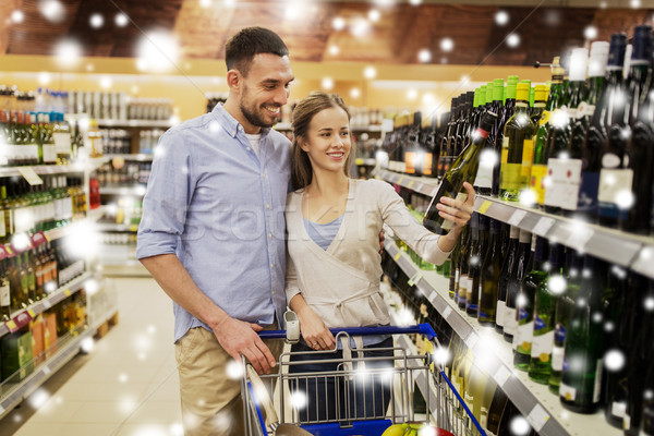 Pareja vino cesta de la compra tienda venta Foto stock © dolgachov