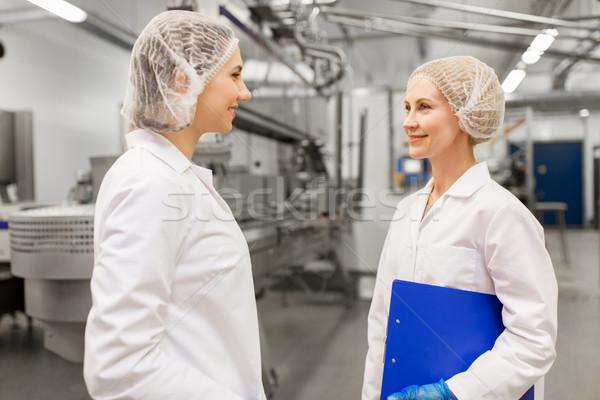 Heureux femmes crème glacée usine industrie personnes Photo stock © dolgachov