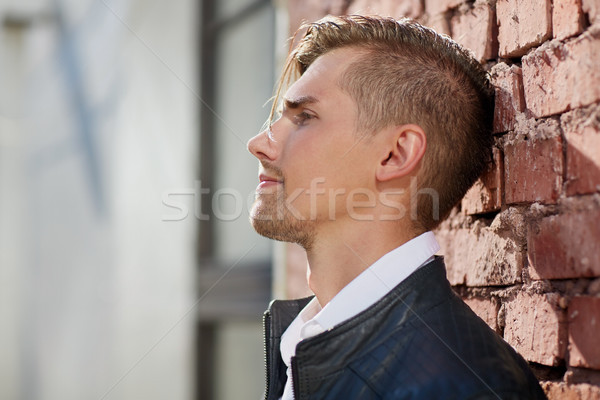 Retrato hombre chaqueta de cuero pared de ladrillo estilo de vida personas Foto stock © dolgachov
