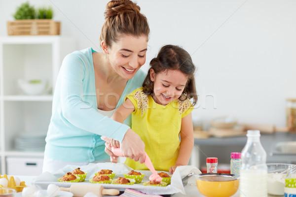 Stok fotoğraf: Anne · kız · pişirme · ev · aile