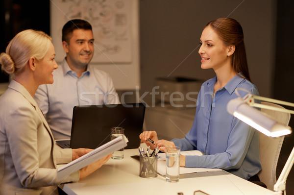Equipo de negocios portátil de trabajo tarde oficina negocios Foto stock © dolgachov