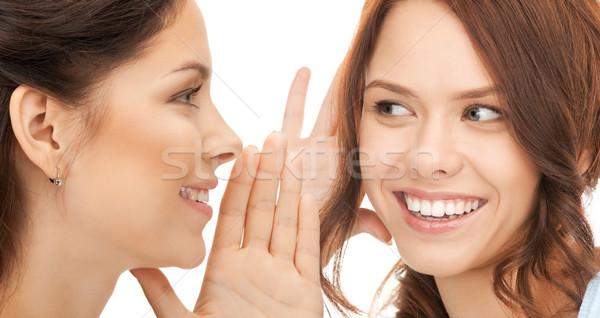 Dos mujeres chismes brillante Foto mujeres amigos Foto stock © dolgachov