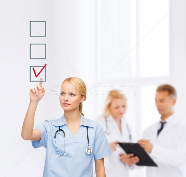 Gülen doktor hemşire işaret sağlık tıp Stok fotoğraf © dolgachov