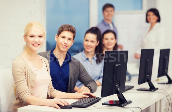 Öğrenciler bilgisayar monitörü okul eğitim teknoloji Internet Stok fotoğraf © dolgachov