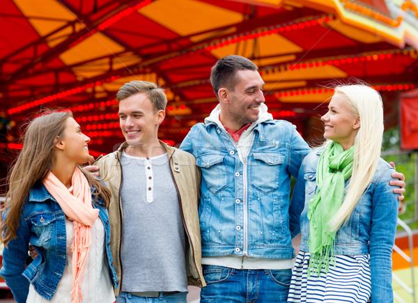 Gruppo sorridere amici parco di divertimenti tempo libero amicizia Foto d'archivio © dolgachov