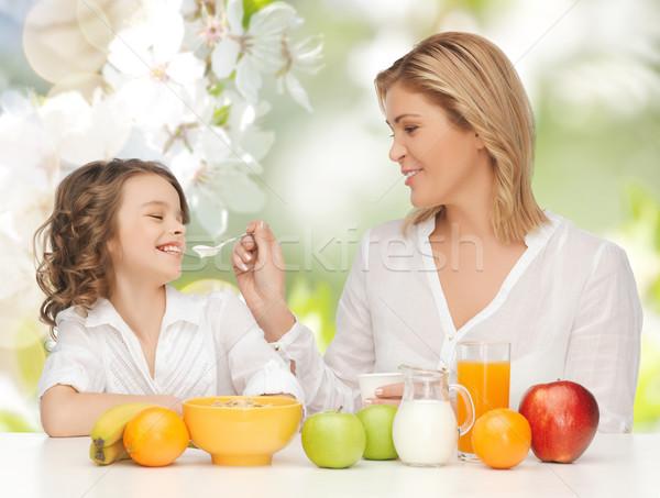 Stock fotó: Boldog · anya · lánygyermek · eszik · reggeli · emberek