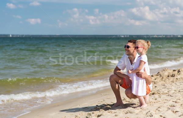 Glückliche Familie Sonnenbrillen Sommer Strand Familie Reise Stock foto © dolgachov