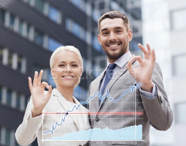 Sonriendo empresarios pie edificio de oficinas negocios Foto stock © dolgachov