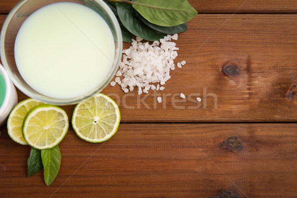 Citrus lichaam lotion kom hout Stockfoto © dolgachov