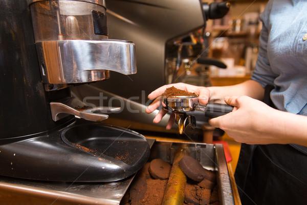 Közelkép nő készít kávé gép kávézó Stock fotó © dolgachov