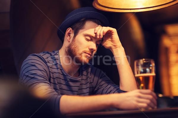 Mutsuz yalnız adam içme bira bar Stok fotoğraf © dolgachov