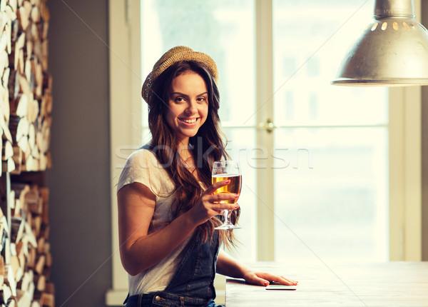Stock foto: Glücklich · trinken · Bier · bar · Veröffentlichung