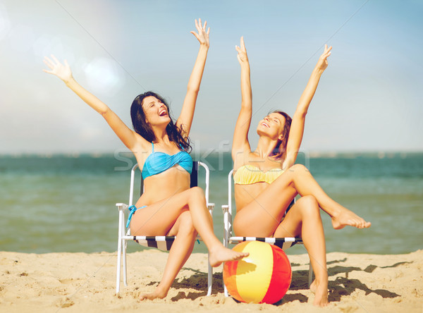 Meisjes zonnebaden zomer vakantie vakantie Stockfoto © dolgachov