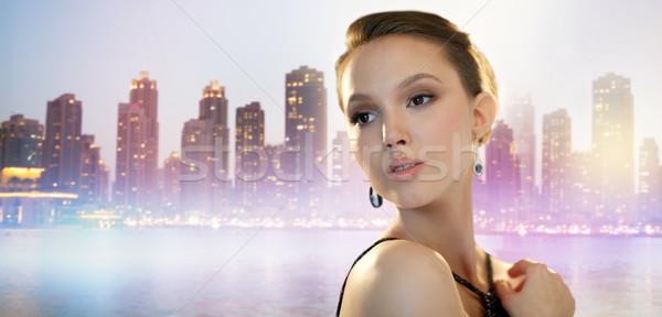Hermosa jóvenes Asia mujer pendiente ciudad Foto stock © dolgachov