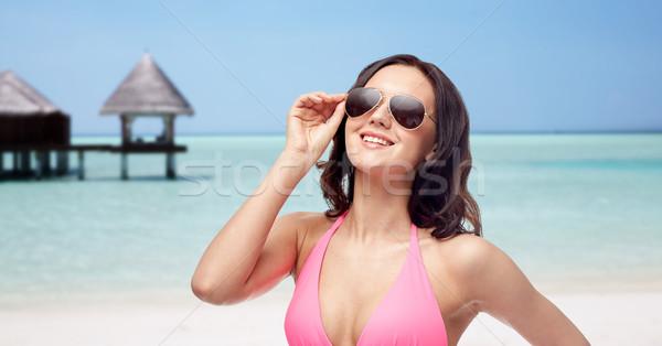 Boldog nő napszemüveg bikini tengerpart emberek Stock fotó © dolgachov