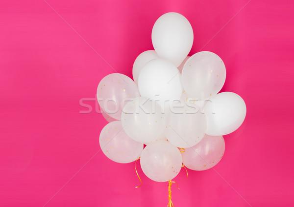 Közelkép fehér hélium léggömbök rózsaszín ünnepek Stock fotó © dolgachov