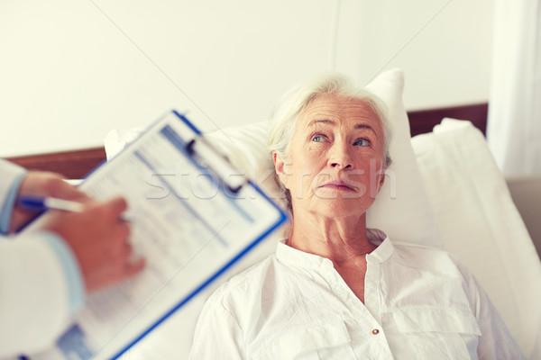 医師 シニア 女性 患者 病院 薬 ストックフォト © dolgachov