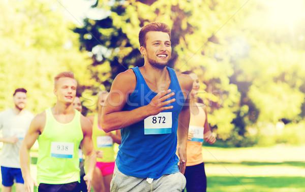 Stok fotoğraf: Mutlu · genç · yarış · rozet · sayılar · uygunluk