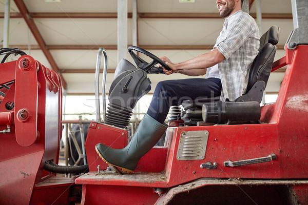 Homem jeans condução trator fazenda Foto stock © dolgachov