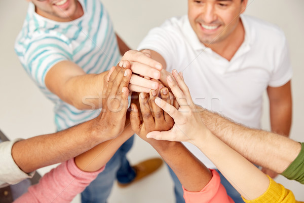 Stockfoto: Internationale · groep · mensen · high · five · diversiteit · race