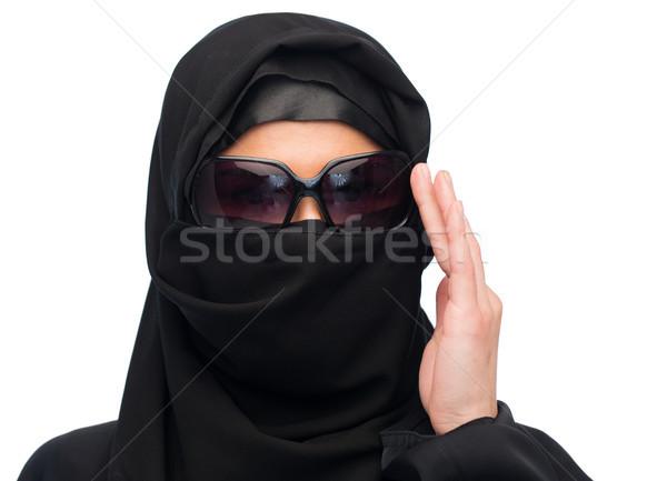 Muslim donna hijab occhiali da sole bianco moda Foto d'archivio © dolgachov