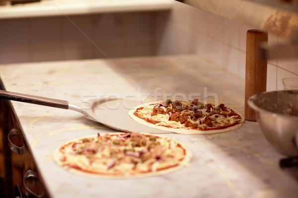Schil pizza af tabel pizzeria Stockfoto © dolgachov