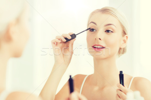 Vrouw mascara make-up badkamer schoonheid Stockfoto © dolgachov