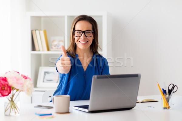 Mulher laptop escritório pessoas de negócios Foto stock © dolgachov