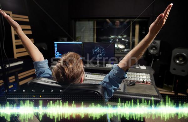 Férfi konzol zene zenei stúdió technológia emberek Stock fotó © dolgachov