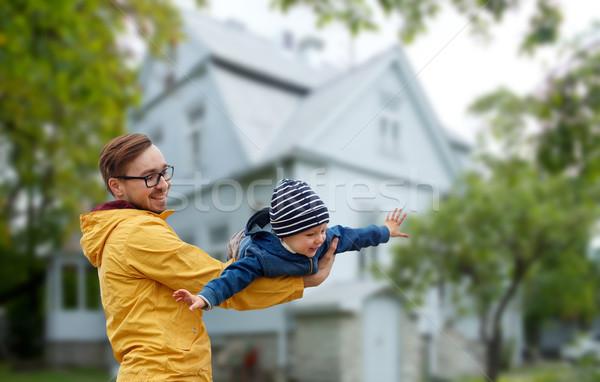 Père en fils jouer extérieur famille enfance Photo stock © dolgachov