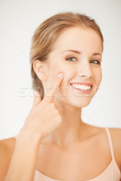 Mulher indicação bochecha cara bela mulher mão Foto stock © dolgachov
