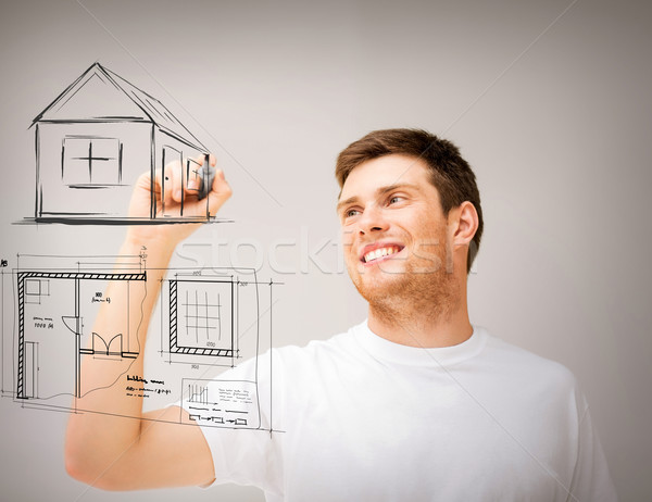 Hombre dibujo plan virtual Screen inmobiliario Foto stock © dolgachov