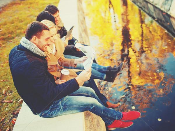 Pary turystycznych Pokaż jesienią parku wakacje Zdjęcia stock © dolgachov
