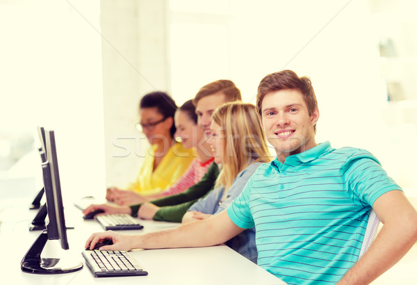 Férfi diák osztálytársak számítógép osztály oktatás Stock fotó © dolgachov