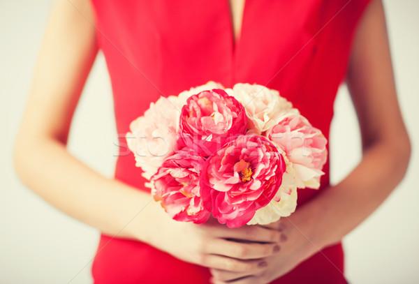 Nő kezek virágcsokor virágok közelkép lány Stock fotó © dolgachov