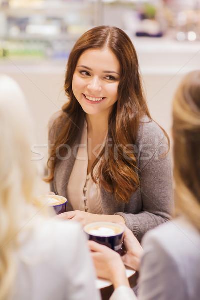 Stock fotó: Mosolyog · nők · kávéscsészék · bevásárlóközpont · kávézó · italok