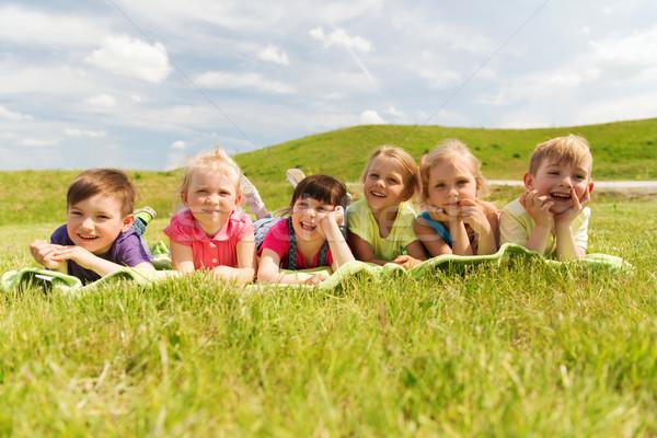 Csoport gyerekek pléd borító kint nyár Stock fotó © dolgachov