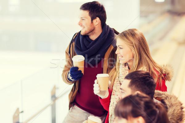 Boldog barátok kávéscsészék korcsolyázás pálya emberek Stock fotó © dolgachov