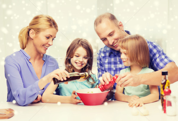 Photo stock: Famille · heureuse · deux · enfants · salade · maison