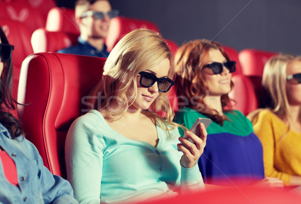 Mutlu kadın 3D film tiyatro Stok fotoğraf © dolgachov
