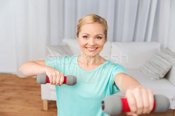 ストックフォト: 女性 · 行使 · ダンベル · ホーム · フィットネス · スポーツ