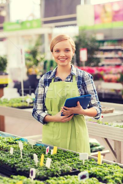 Feliz mujer invernadero personas jardinería Foto stock © dolgachov