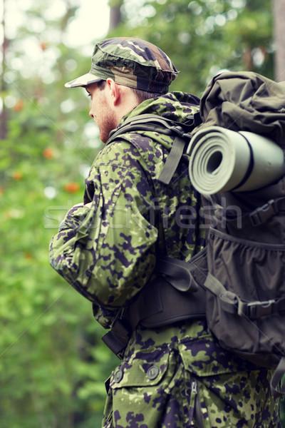 Genç asker sırt çantası orman savaş yürüyüş Stok fotoğraf © dolgachov