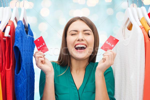 Gelukkig vrouw verkoop kleding garderobe Stockfoto © dolgachov