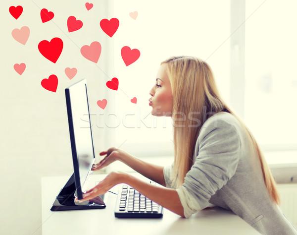 Nő küldés számítógépmonitor virtuális kapcsolatok online Stock fotó © dolgachov