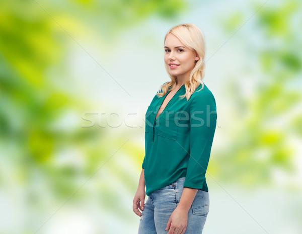 Uśmiechnięty młoda kobieta shirt dżinsy kobiet lata Zdjęcia stock © dolgachov